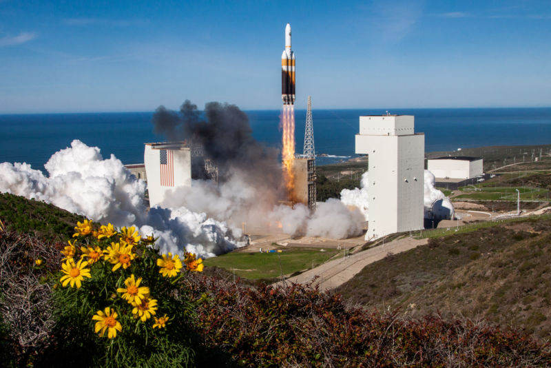 A United Launch Alliance Delta IV Heavy lifts the NROL-71 payload on Jan. 19, 2019.