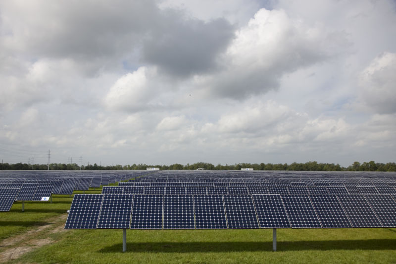 Florida utility to close natural gas plants, build massive solar-powered battery