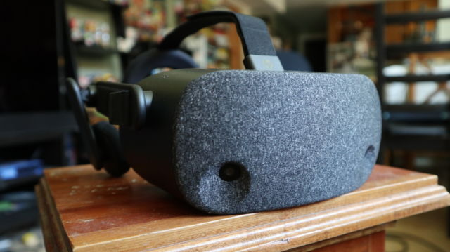 """A tale of two """"inside-out"""" VR headsets: The $400 Oculus Rift"""