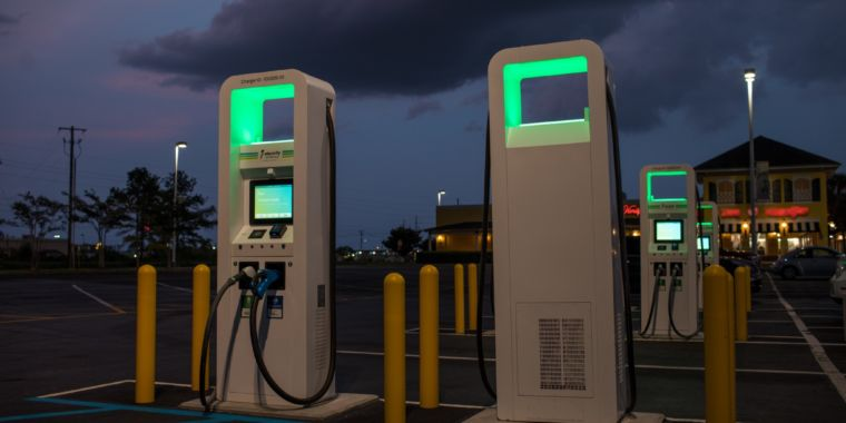 Large-electrify-america-charging-station-217-760x380