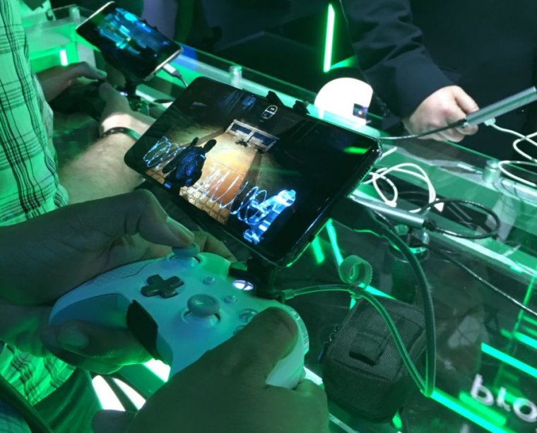 Project xCloud running <em>Gears of War 4</em> at an E3 Microsoft Theater demonstration.