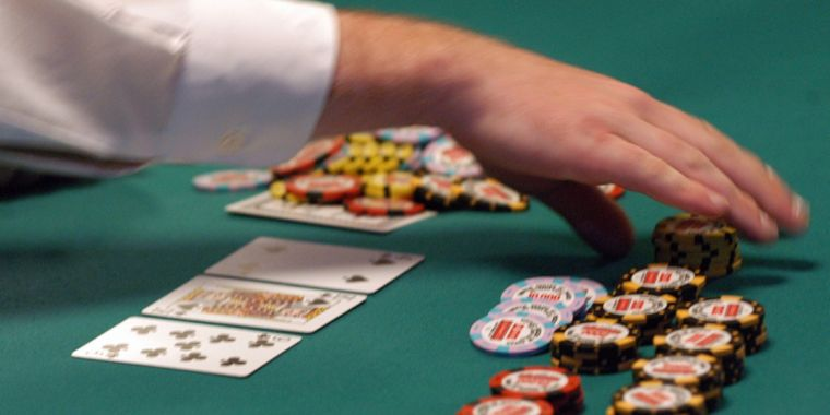 QnA VBage Facebook AI Pluribus defeats top poker professionals in 6-player Texas Hold 'em