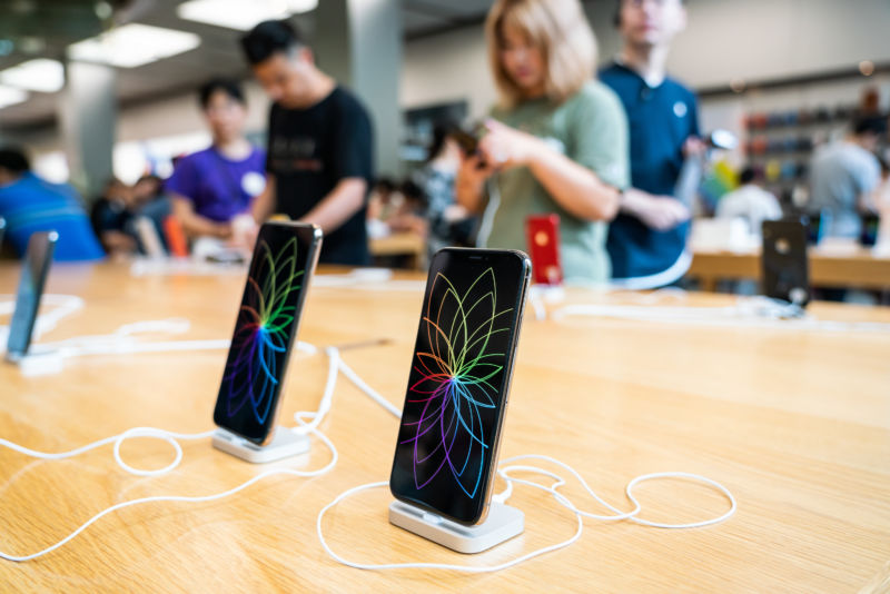 Apple locks new iPhone batteries to prevent third-party repair, report says