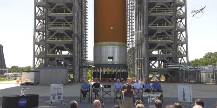 NASA Chief Alienates Senators Needed to Fund the Moon Program