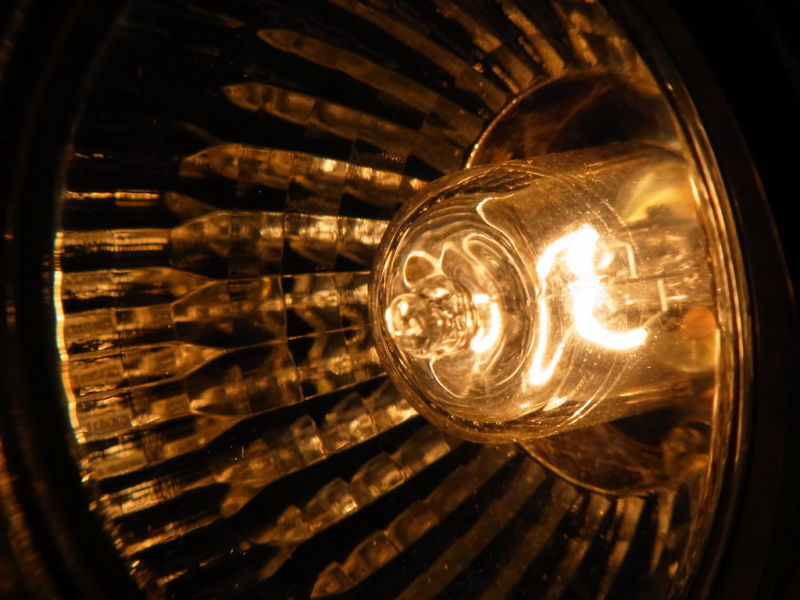 Image of a halogen bulb.
