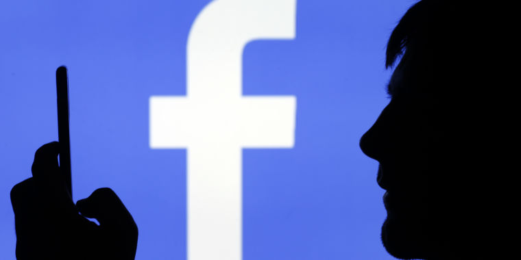 """Former Facebook manager: """"We took a page from Big Tobacco's playbook"""""""