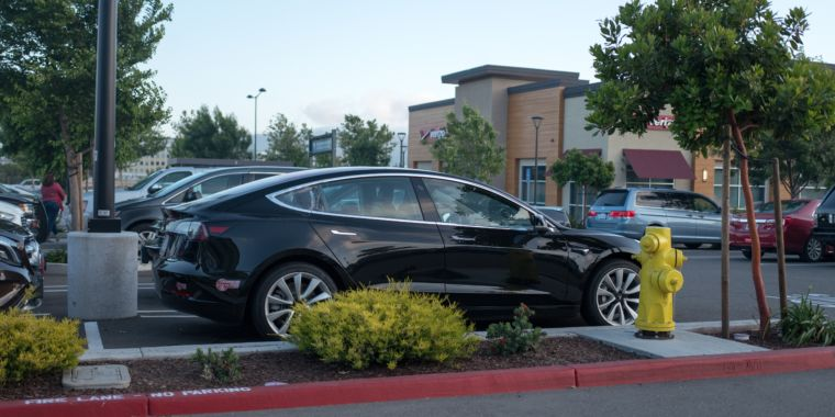 Watch Teslas drive around parking lots with no one inside them