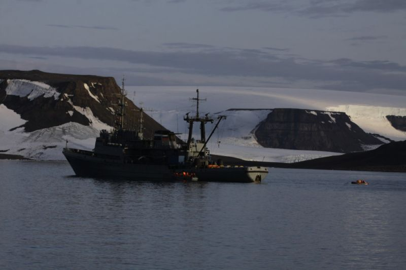 The Russian rescue tug <em>Altai</em> launches a boat like the one sunk by a walrus off Franz Jozef Land.