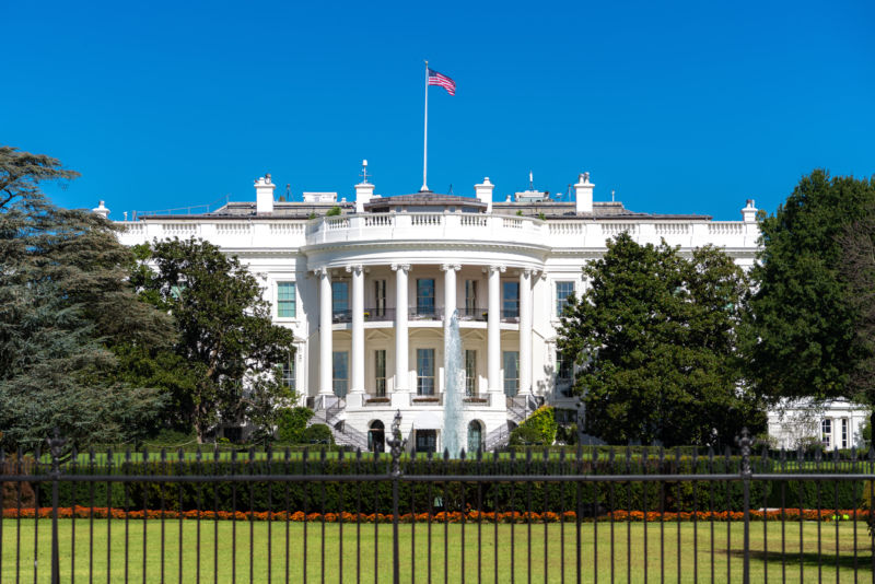 Photograph of the White House on a sunny day.