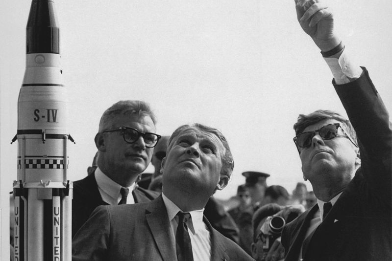 L-R: NASA Deputy Administrator Robert Seamans, Marshall Space Flight Center Director Wernher von Braun, and President John F. Kennedy.