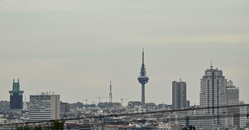Photograph of the Madrid skyline on an overcast day.