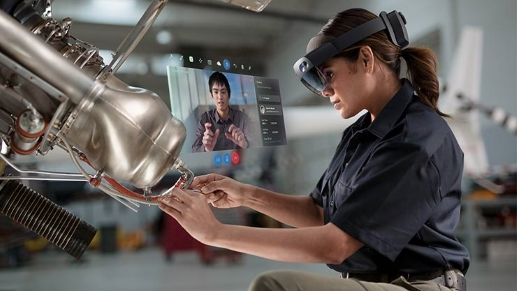 Don't expect the kind of seamless blend you see in this PR image from Microsoft. If HoloLens 2 is capable of producing this kind of image, I didn't see it.