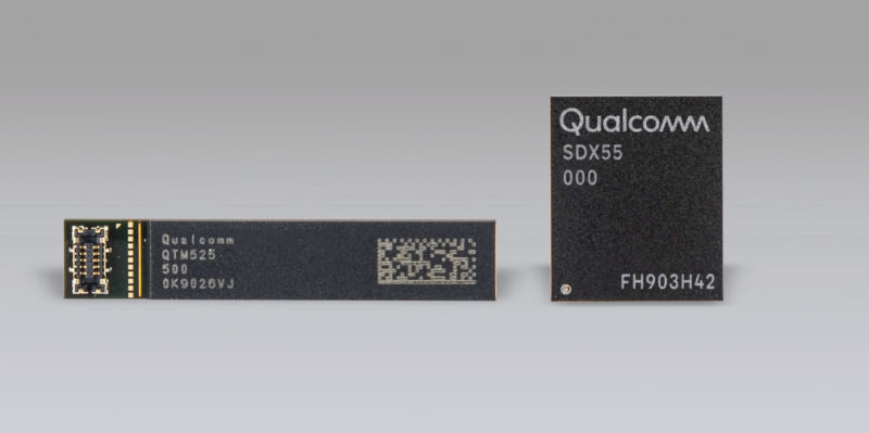 A photo of a Qualcomm X55 SoC with millimeter-wave modem.