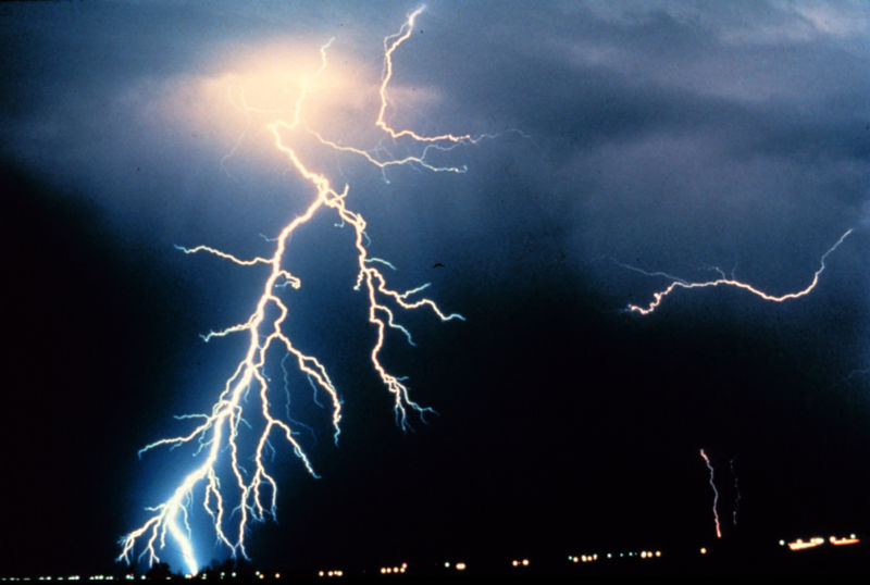 Image of a heavily branched lightning strike.