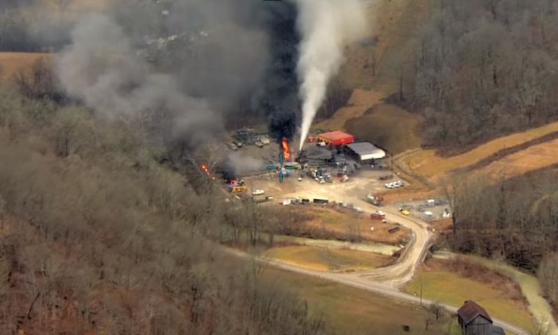 Helicopter footage of the well from the day after the explosion.