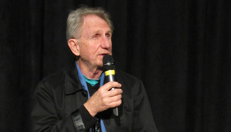 Rene Auberjonois speaking at a fan convention.