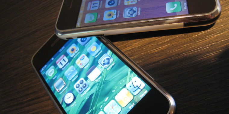 photo of FBI seeks Apple's help in unlocking iPhones belonging to Pensacola gunman image