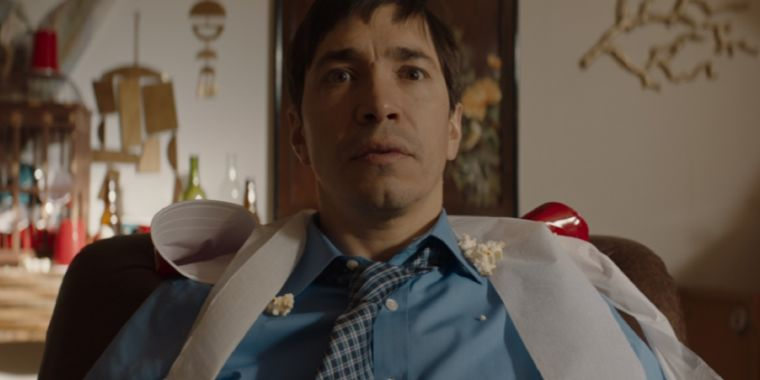 Justin Long pieces together a fractured timeline to solve a mystery in The Wave