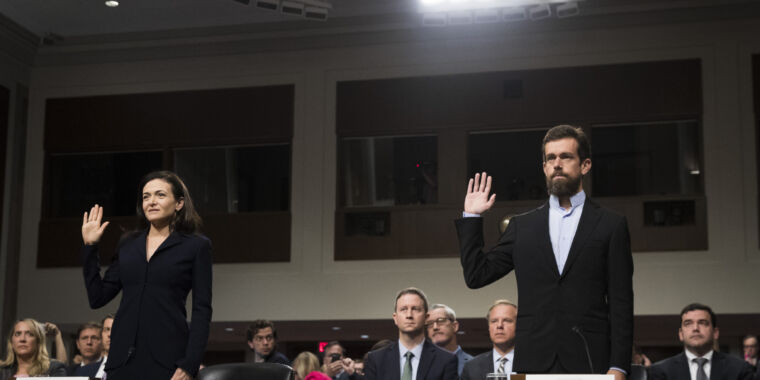 Everyone agrees: Facebook, Twitter should block disinfo—but probably won't