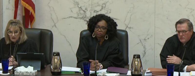 Judges Consuelo Callahan, Johnnie Rawlinson, and Stephen Murphy.