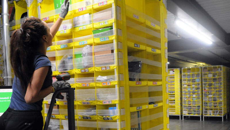 American Amazon Warehouse Worker Gets Covid 19 Ars Technica