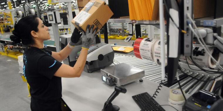 "Amazon replaces COVID-19 ""hazard pay"" with one-time $500 bonus thumbnail"