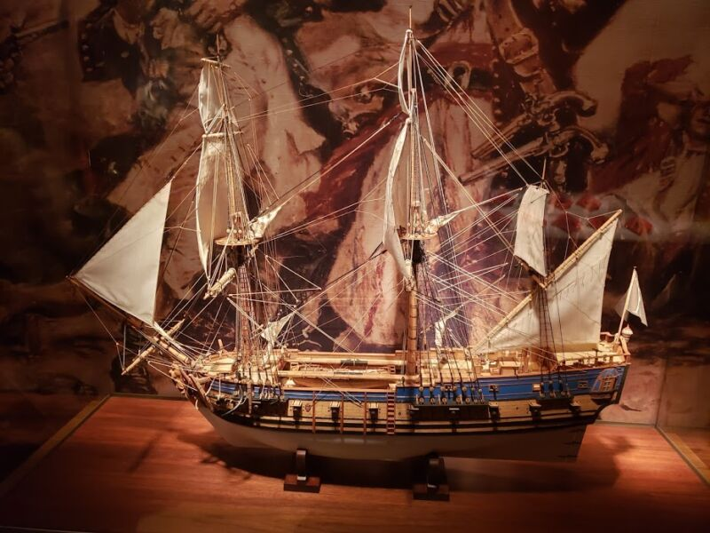 Scale model of an 18th-century tall ship.