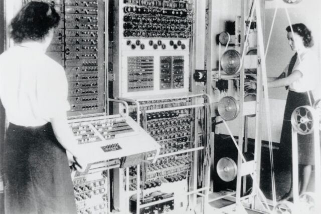 A Colossus Mark 2 computer operated by Dorothy Du Boisson (left) and Elsie Booker in 1943.