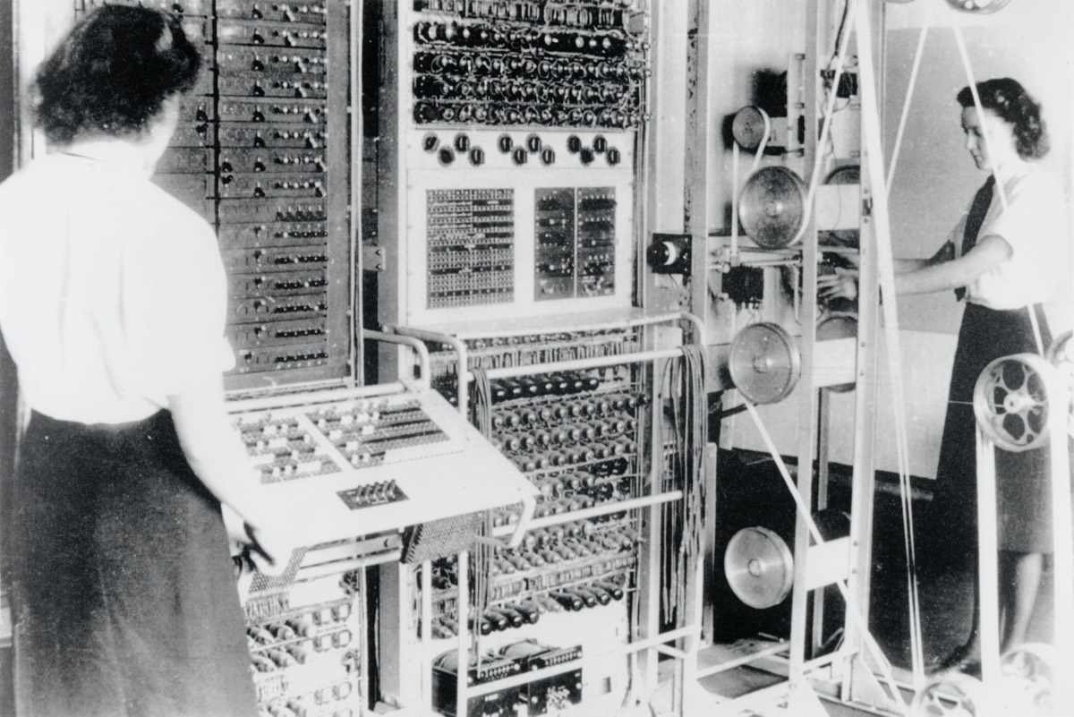 A Colossus Mark 2 computer being operated by Dorothy Du Boisson (left) and Elsie Booker in 1943.