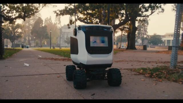 Similarly styled to Starship, here's a Kiwibot robo-delivery.