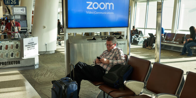 Zoom brings in former Facebook security head amid lawsuits, investigations thumbnail