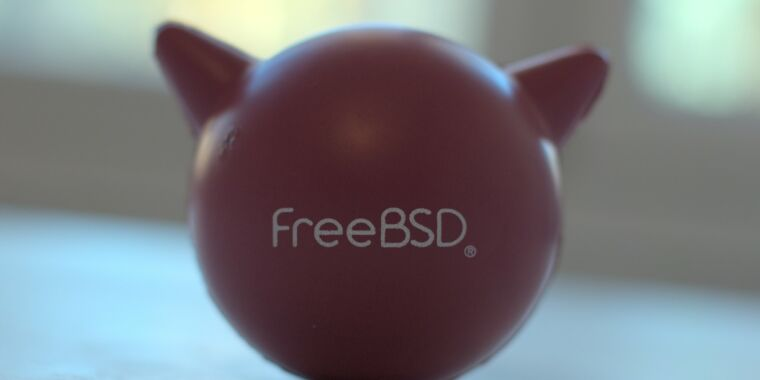 Not-actually Linux distro review: FreeBSD 12.1-RELEASE thumbnail