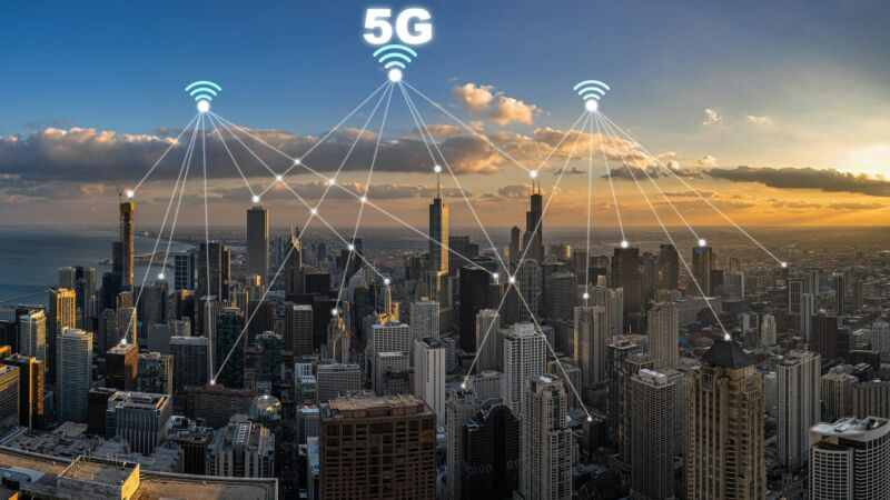 An illustration of 5G signals over the Chicago skyline.