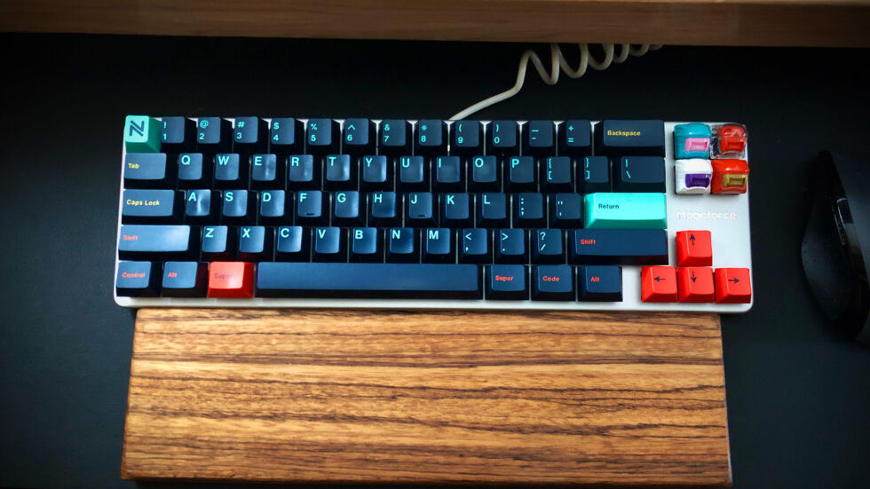 """Magicforce 65 percent keyboard with GMK Metropolis and B'Gnu-Thun Alien keycaps. According to Aurich Lawson: """"While I miss my 10-key, the tradeoff of having my mouse closer feels worth it right now."""""""
