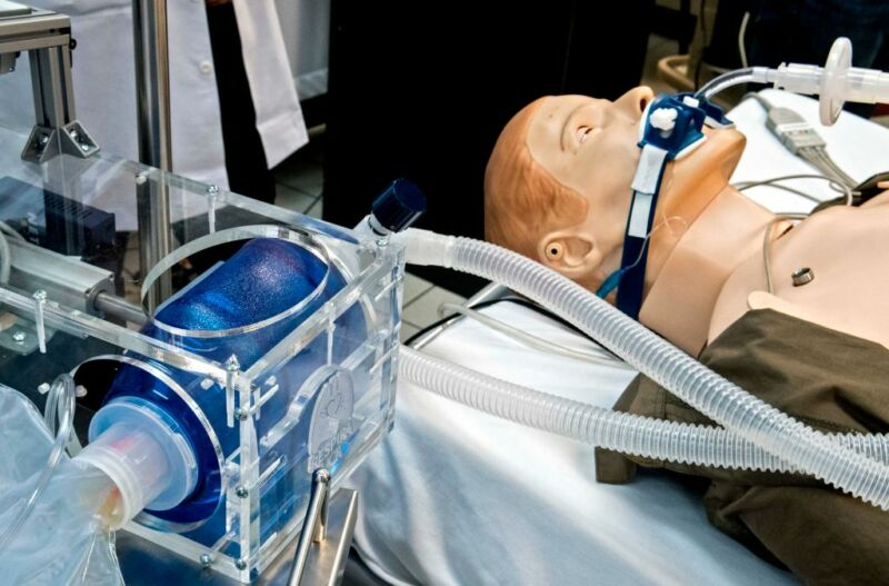 A mechanical ventilator developed in the University of Costa Rica (UCR) to be used for patients infected with CIVID-19, is tested in San Jose, on April 2, 2020. Universities and investigations centers in Costa Rica, Guatemala, Honduras and El Salvador have advanced on the creation of prototypes of artificial ventilators, which if approved by sanitary authorities, could be manufactured by private companies for local hospitals in case of an explosion of the cases of the new coronavirus.