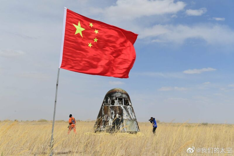 China's new spacecraft shown after landing Friday. It looks something like a Crew Dragon, no?