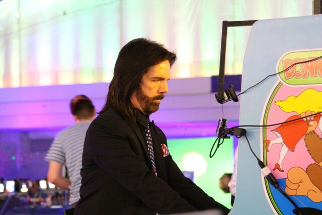 Billy Mitchell competes at a (presumably authentic) <em>Donkey Kong</em> cabinet.