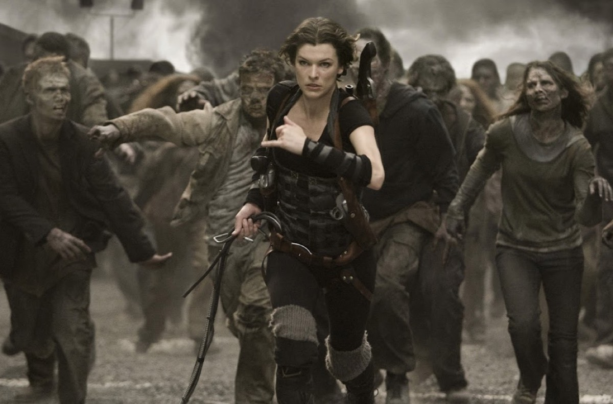 An amnesiac and a band of commandos try to contain an outbreak of the T-virus in <em>Resident Evil</em> (2002)