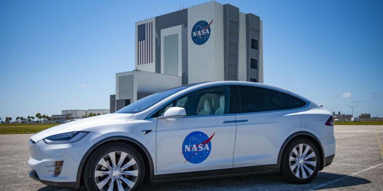 "Meet the new ""Astrovan"" for Crew Dragon—a Tesla Model X"