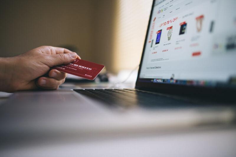 Los delincuentes utilizan indebidamente Google Analytics para ocultar el robo de datos de tarjetas de pago.
