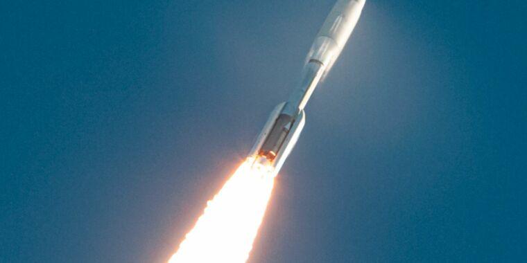 Rocket Report: SpaceX seeks 20km hop license, why Rocket Lab funder left