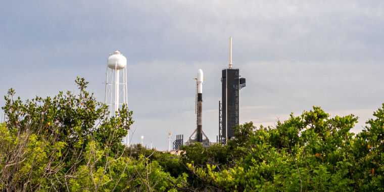 SpaceX stands down from Starlink launch for the third time [Updated] thumbnail