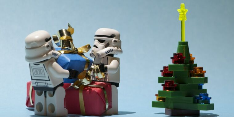 Disney+ will show a Lego Star Wars Holiday Special on Wookiee Life Day thumbnail