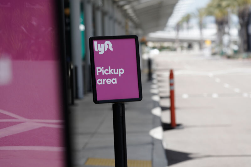 Last-minute California ruling means Uber and Lyft won't shut down today