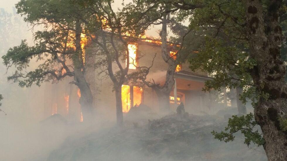 Сгорела неиспользуемая резиденция на территории обсерватории Лик.