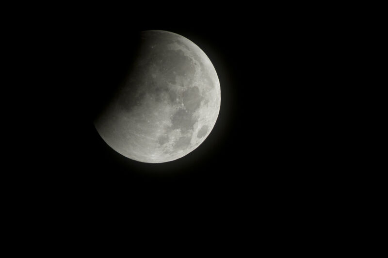 A total lunar eclipse begins in 2010.