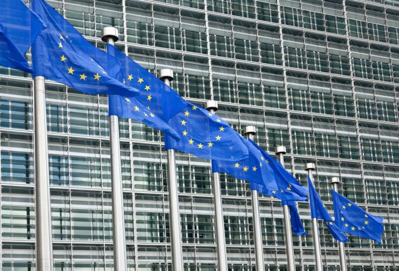 Draft EU data rules target Apple, Google, Facebook, Amazon