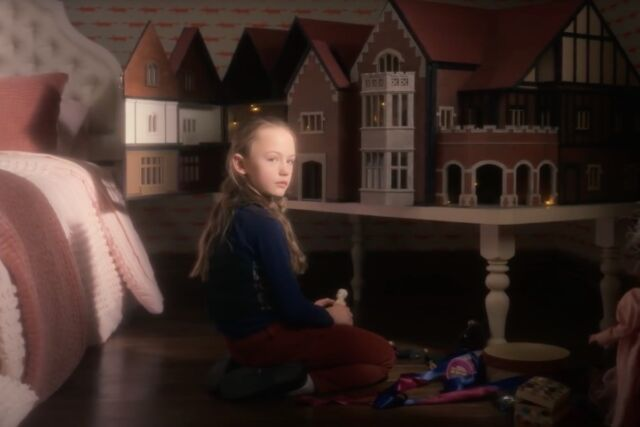 Sinister Trailer For Haunting Of Bly Manor Looks Like A Classic Ghost Story Ars Technica