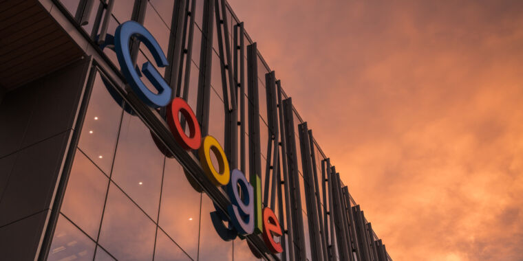 """Google tells harassment victims to choose""""medical leave,"""" report finds thumbnail"""