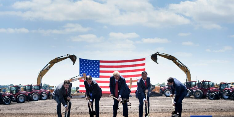 Wisconsin blames Foxconn, says $3 billion factory deal is off  image